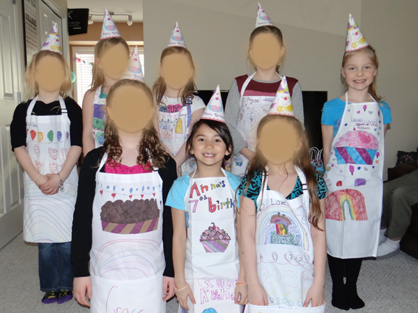 Apron-Decorating-with-Sharpie-Markers-For-Cupcake-Birthday-Party-Theme